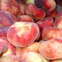 Инжирные сорта персика УФО 3, 2 года